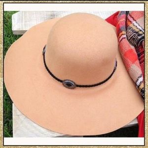Accessories - 'Wanderer' Camel Hat